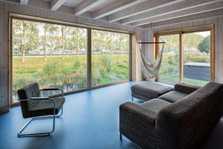 licht houtskeletbouw Barentsz huis met balken in zicht