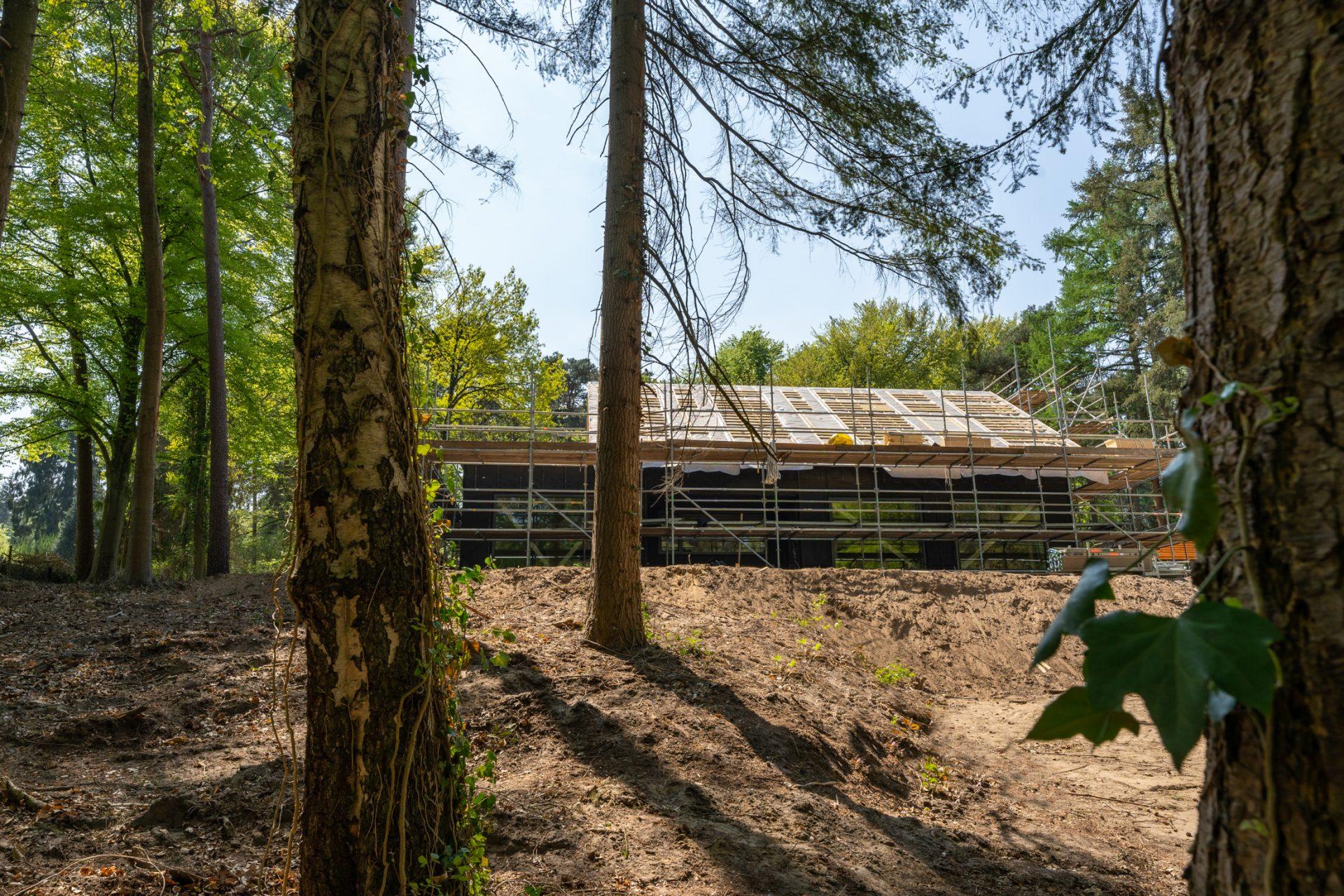 vrijstaand prefab houtskeletbouw Barentsz huis in bosrijke omgeving