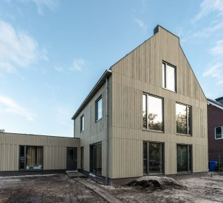 vrijstaand prefab houtskeletbouw Barentsz huis in stedelijke omgeving omgeving