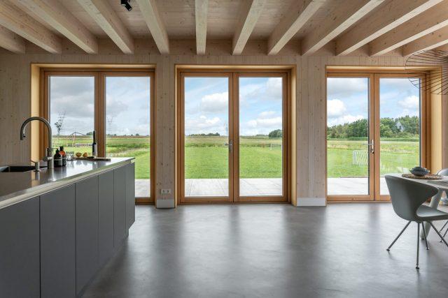 Keuken met drie grote ramen